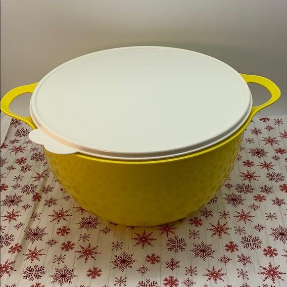 Tupperware Jumbo Bowl 10 Liter